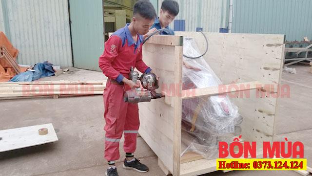 cách bọc xe máy để bận chuyển bằng thùng gỗ